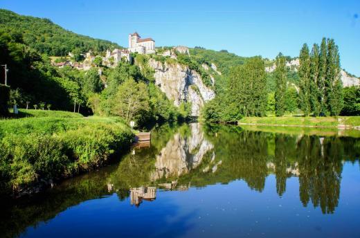 Saint cirq lapopie vu de la vallee c lot tourisme j van severen 001 0